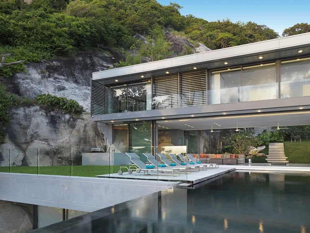 Villa Amanzi: a Sumptuous House on the Rocks